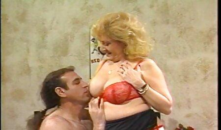 POVD Car pipe mène à une grosse baise avec video couple nudiste Kimmy Granger