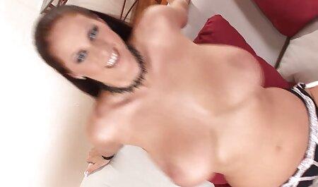 Belle-mère aux gros seins jouie oralement par une fille plage libertine porn lesbienne