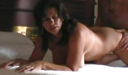 Soufflez une grosse charge pour sexe sur la plage nudiste votre coloc excitée JOI