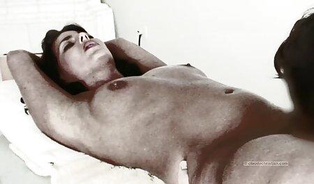 Travail à la main sexe plage nudiste de milf