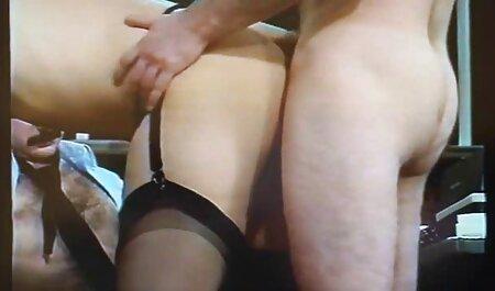 La jeune Hoochie Emily Lee profite d'une baise profonde de la chatte video nudiste porno