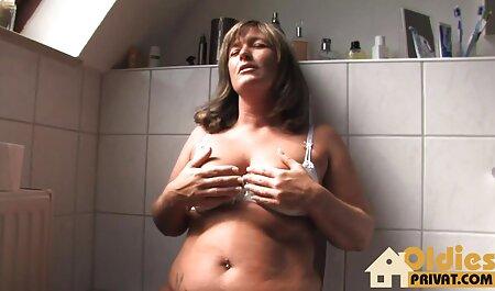 La jeune video amateur plage nudiste Samantha Rone se fait baiser le visage par un jeune étalon chaud!