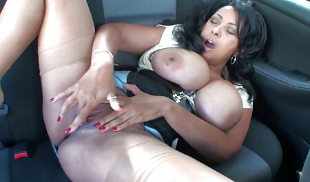 La magnifique fille Natalie se masturbe avec un porno camping nudiste gode
