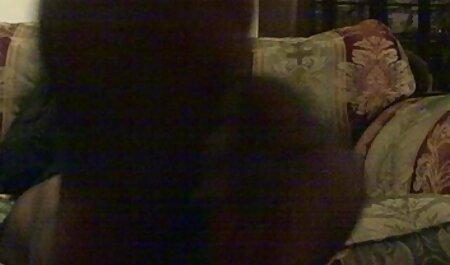 Noemie Bilas fait de l'anal bite nudiste avec une énorme bite