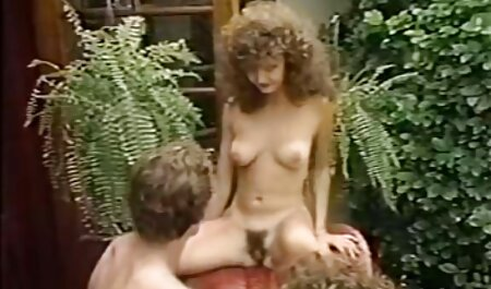 MILF chaude en lingerie se masturbe film porno naturiste