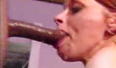Une milf bien roulée prend nudiste porn une pause de masturbation des travaux ménagers
