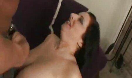 Douche brune nudistes sex mignonne aux cheveux longs et s'amuser, cheveux longs