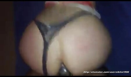 Hot Babe a baisé les deux trous en femme nudiste poilue même temps