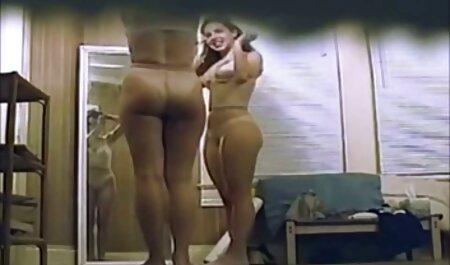 Angel Wicky et Lady Dee partageant une plage nue sexe bite