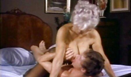 Reife Putze sexe naturiste gratuit mit gepiercten Eutern leckt ihm den Schwanz leer