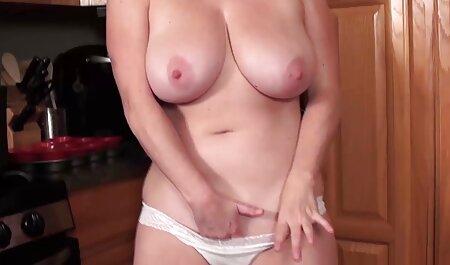 Gymnaste en porn nudiste chaleur Inessa dans une robe rouge