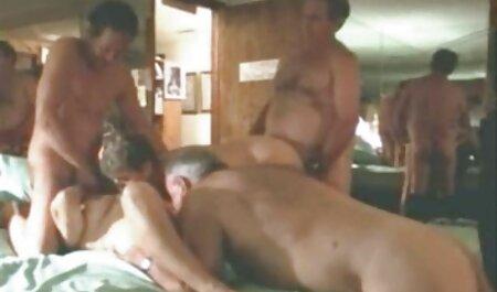 Teenie bekommt es anal video couples naturistes besorgt